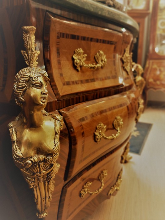Commode Louis XV style