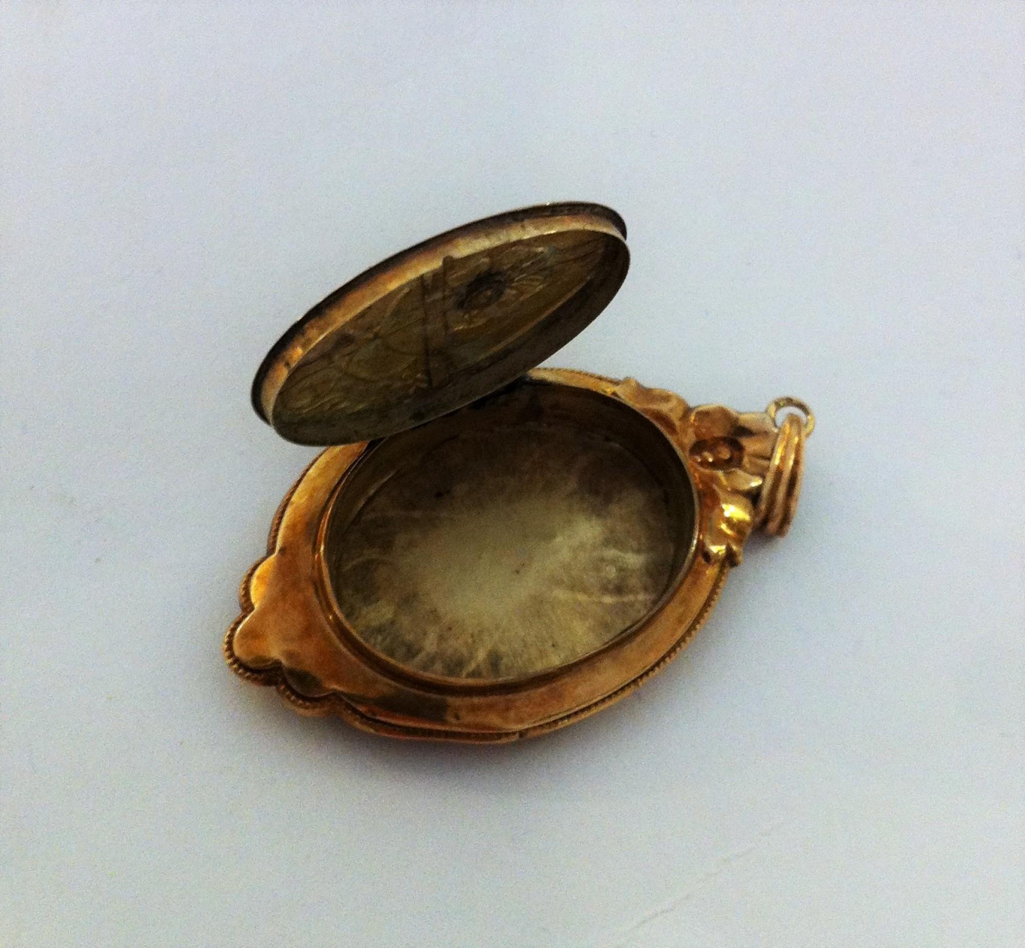 Antique A Gold Medallion   Antik Spalato Shop