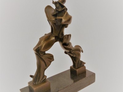 "Bronze Sculpture ""Unique forms of continuity in space"""